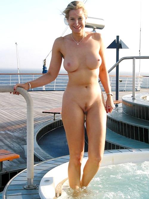 Фото голые на яхте 13 фотография